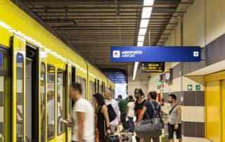 Estação de trem da Ferrotramviaria no aeroporto de Bari