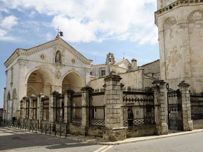 O Santuário De Monte Sant Angelo Brasil Na Puglia Gargano