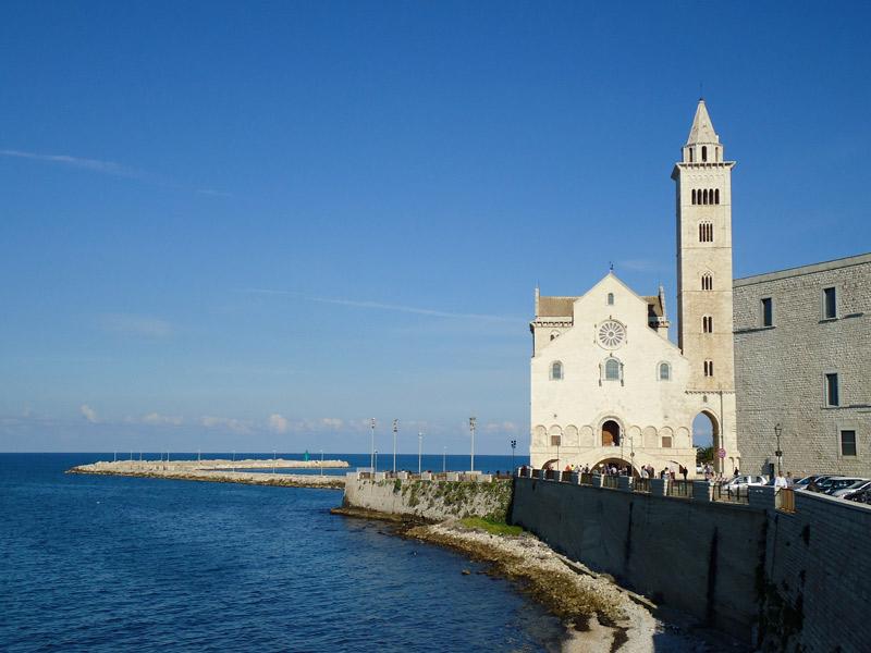 O Porto de Trani e a Catedral