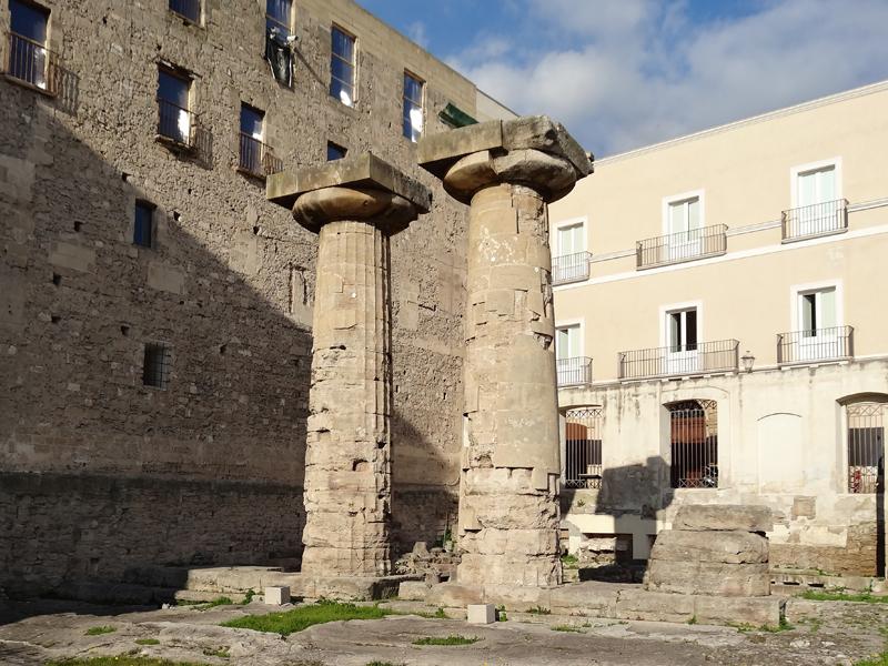 5 motivos para conhecer a Puglia - Colunas dóricas do templo de Poseidon em Taranto