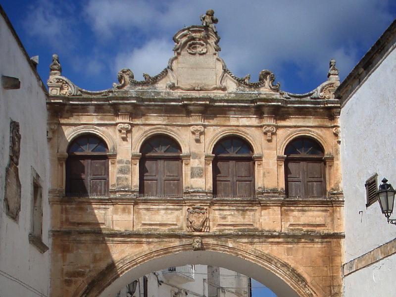A Cidade Branca de Ostuni - Arco Scoppa