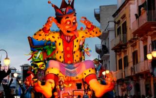 Carro alegórico no carnaval de Putignano