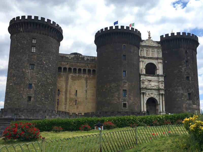 Napoli é beleza e caos - Castel Nuovo