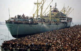O navio Vlora em Bari